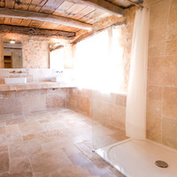 Cottage en suite bathroom 1